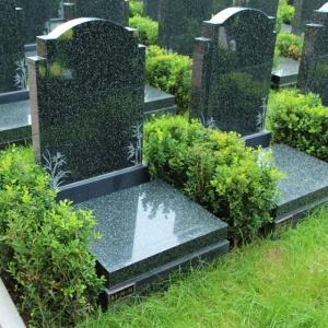黑色碎花碑