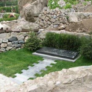草坪墓区-名人墓