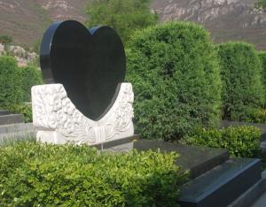 和敬园-心形碑